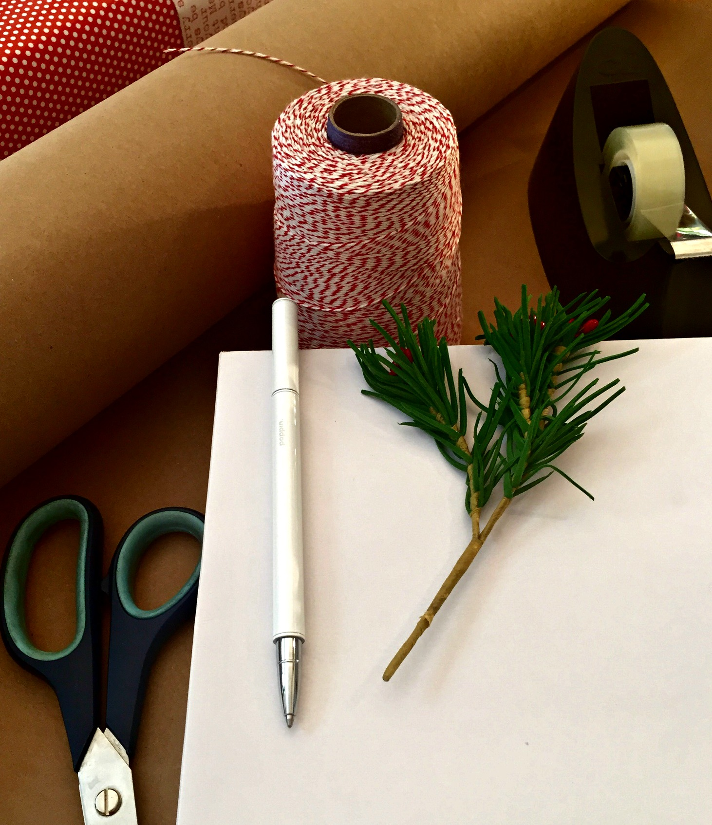 how-to-wrap-a-gift-supplies